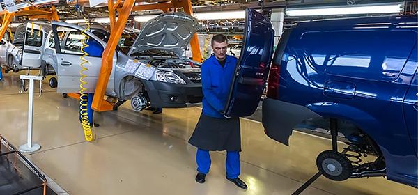 Производство автомобилей в России с начала года упало 20,5%