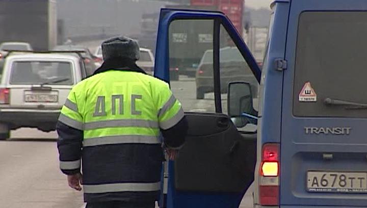 В Вязьме пьяный водитель иномарки наехал на инспектора ДПС.