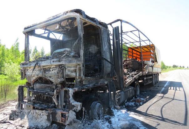 В Смоленской области сгорела груженая фура