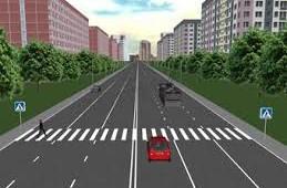 На улице Черняховского оборудовали новые пешеходные переходы.
