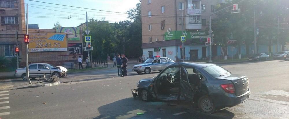 Ранним утром в столкновении двух авто на улице Кирова пострадал человек