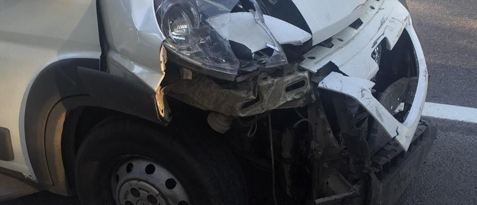 Иномарка столкнулась с маршруткой в Красном Бору