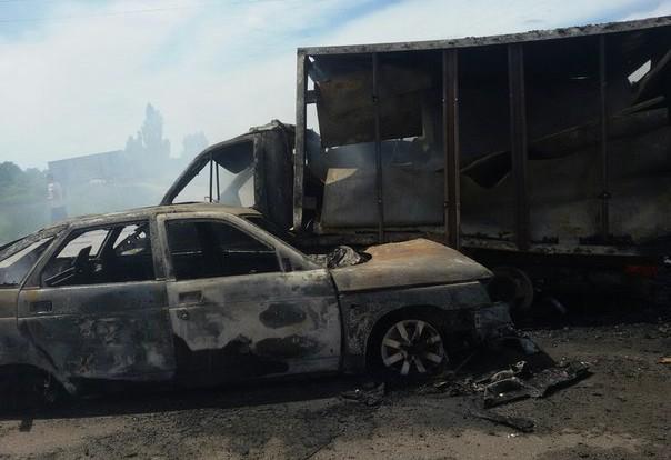В результате столкновения ВАЗ 2112 и ГАЗели обе машины сгорели дотла