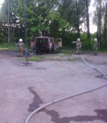 В Смоленске подожгли автомобиль УАЗ.