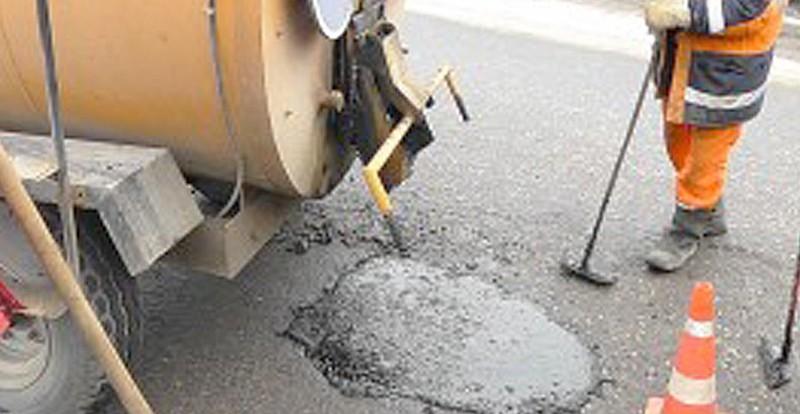 «Смоленскавтодор» продолжает ямочный ремонт дорог в Смоленске.