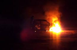 В Рославле рано утром загорелась машина