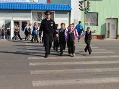Смоленские госавтоинспекторы провели акцию «Шагающий автобус».