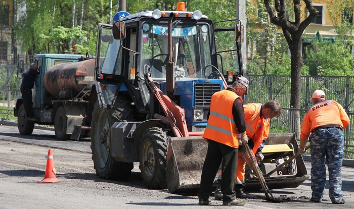 Ремонт дорог в Смоленске продолжается.