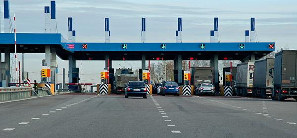 Проезд на всех платных дорогах в России можно будет оплатить одним транспондером