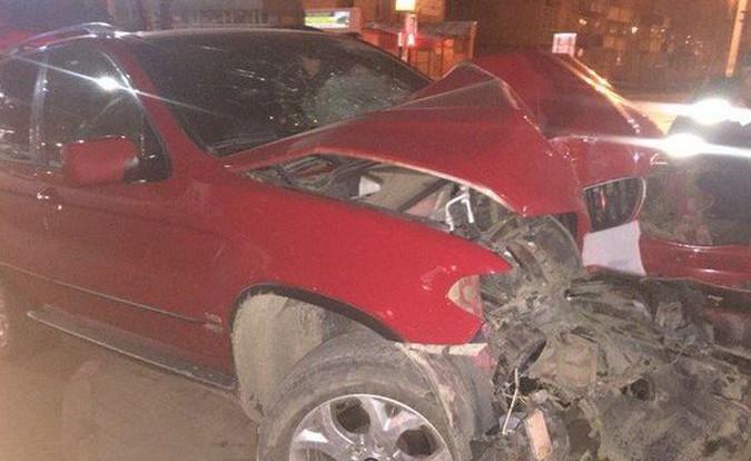 В Смоленске на перекрестке Кирова и Памфилова BMW врезался в столб