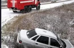 В Смоленской области на скользкой дороге не удержались две легковушки