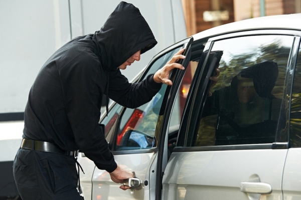 В Смоленской области автоугонщик воспользовался ключом, который хозяин оставил в замке зажигания