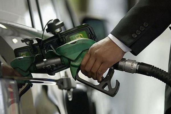 В Смоленской области продолжают падать цены на бензин