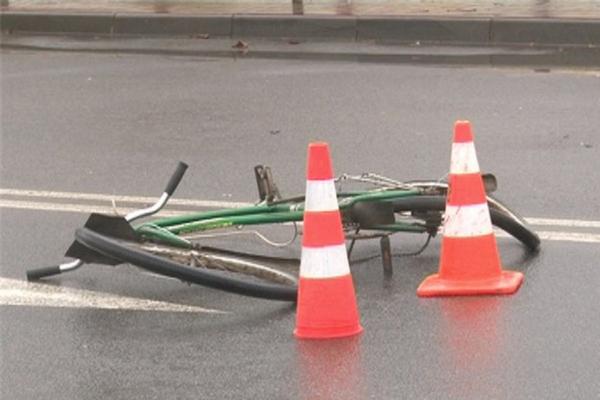 Под Смоленском иномарка насмерть сбила велосипедиста