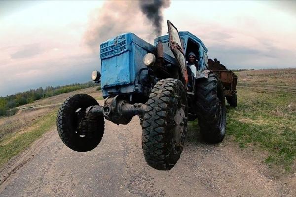 В Смоленской области трактор врезался в «ВАЗ». Есть пострадавший