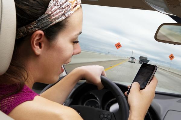 38 нарушений были связаны с использованием водителями мобильных телефонов во время движения
