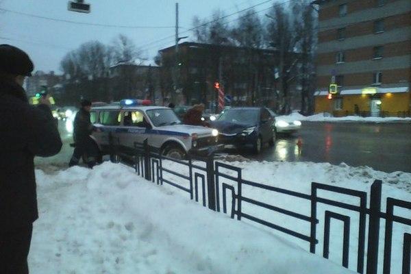 В Смоленске в результате ДТП на Черняховского пострадал пассажир Volvo