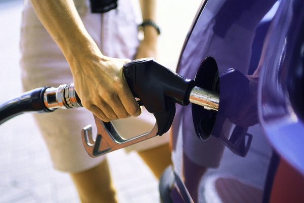 Как удалить воду из бензобака автомобиля