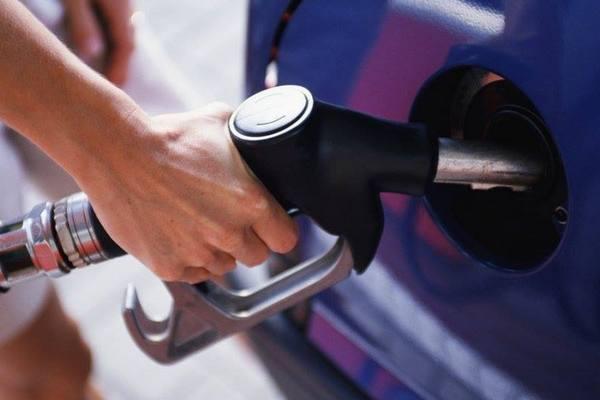 В Смоленской области подорожал бензин, но подешевело дизельное топливо