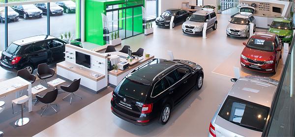 Продажи автомобилей в России рухнули до уровня 2010 года