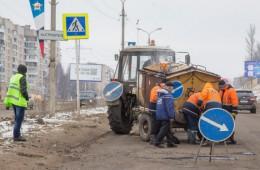 В Смоленске устраняют аварийные ямы на Шевченко, Кашена и Пятницком путепроводе