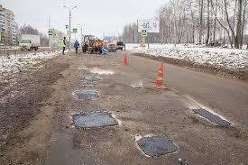 В Смоленске на трех улицах, одном шоссе и на путепроводе ведется ремонт