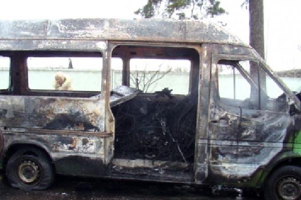 В Смоленской области дотла сгорел микроавтобус