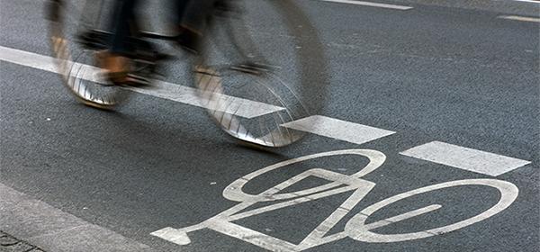 За парковку на велодорожках предложили штрафовать на три тысячи рублей