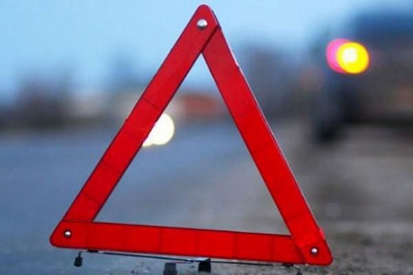В Смоленске на Пятницком путепроводе столкнулись три авто