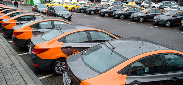 Автомобили каршеринга смогут парковаться на местах для резидентов