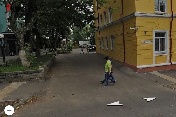 В Смоленске на тротуаре на улице Дзержинского иномарка сбила пенсионерку