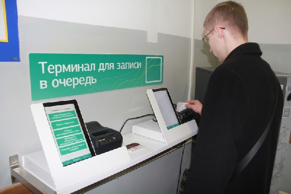 В Госавтоинспекции в Смоленске действует электронная очередь