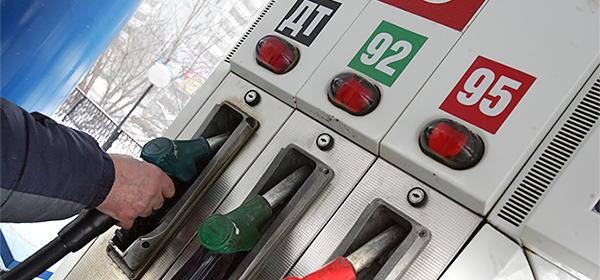 Биржевые цены на бензин выросли почти на четверть