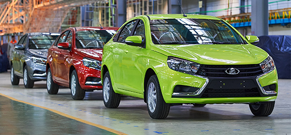 Автосалоны зафиксировали резкий рост продаж Lada Vesta