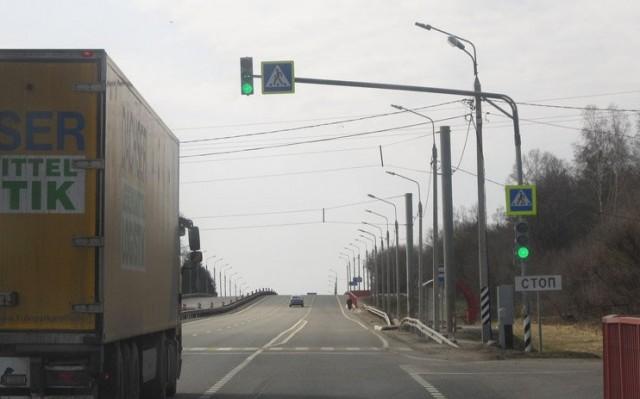 На аварийном переходе в Ярцеве установлен светофор