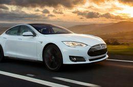 В США обнародовали первые данные расследования смертельной аварии Tesla