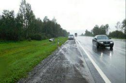 На трассе М-1 в Смоленском районе перевернулся Лексус