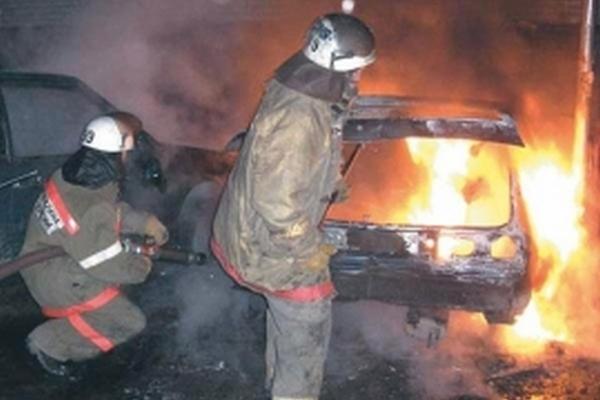 В Смоленской области на ходу воспламенился автомобиль Audi A 100