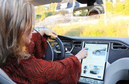 Tesla защитит свой автопилот от «невнимательных водителей»
