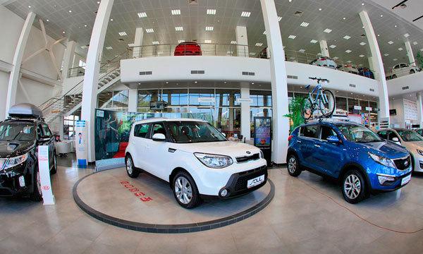 Продажи автомобилей в России упали на 16,6% в июле