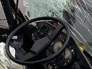 В Смоленской области в результате столкновения вазовской «девятки» и фуры пострадали трое детей