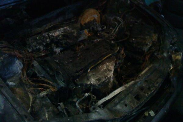В Смоленской области гараж сгорел вместе с автомобилем из-за короткого замыкания