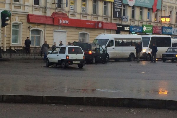 ДТП на Колхозной площади в Смоленске: столкнулись две маршрутки и две легковушки
