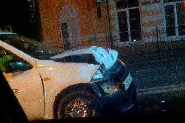 В центре Смоленска такси попало в ДТП
