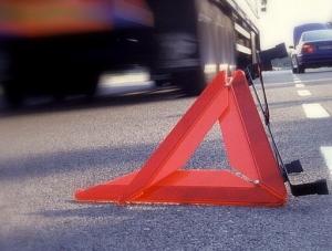 В Смоленской области «Калина» протаранила забор. Водитель оставил раненого пассажира и скрылся