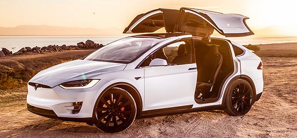 Tesla пообещала создать полноценный автопилот с суперкомпьютером