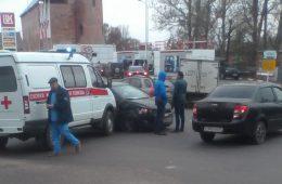 В Смоленске иномарка столкнулась со «Скорой помощью»