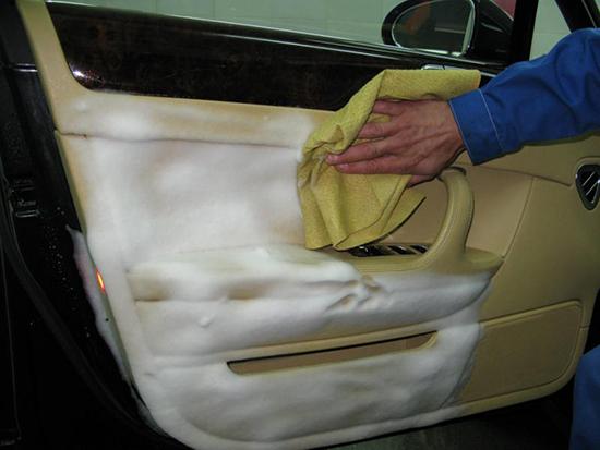 Чем очистить пятна в салоне автомобиля? Пятновыводитель своими руками