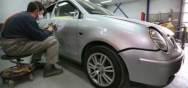 Официальные автодилеры попросили дать им приоритет при ремонте по ОСАГО