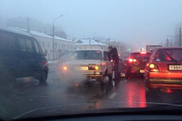 В Смоленске на Крупской вскипела вазовская «шестерка»